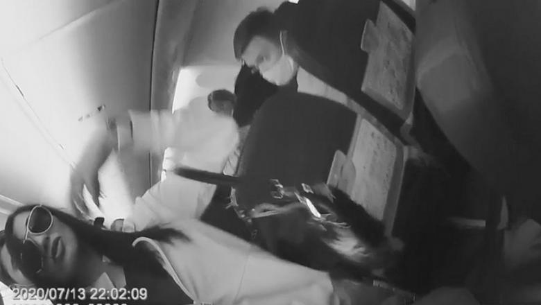 Дебоширка, из-за которой самолет вынужденно сел в Петрозаводске, выплатит авиакомпании больше 200 тысяч