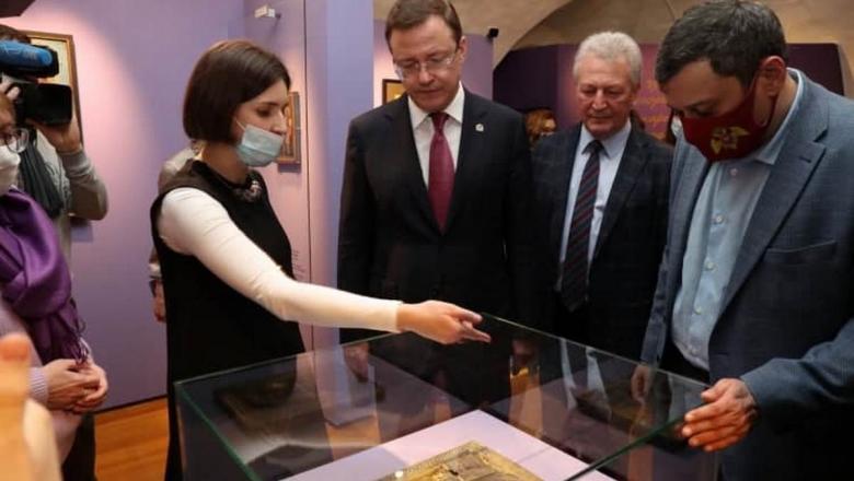Выставка работ уникального художника без рук и без ног открылась с Москве